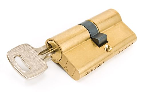 Cylinder lock snapping technique
